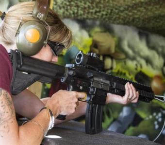 Hen shooting down Assault Rifle range
