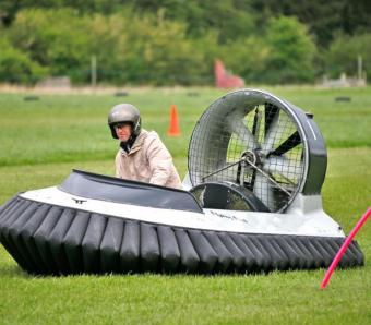 Leaning out of the corner and between the poles on hovercraft course